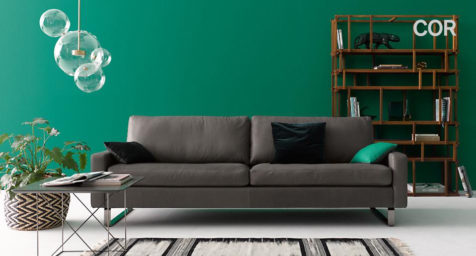 Entdecken Sie Die Neuen Polstermöbel PILOTIS Und TRIO. Ihr Debut Geben Auch  Der Sessel CORDIA LOUNGE Und Der Massivholztisch DELTA.