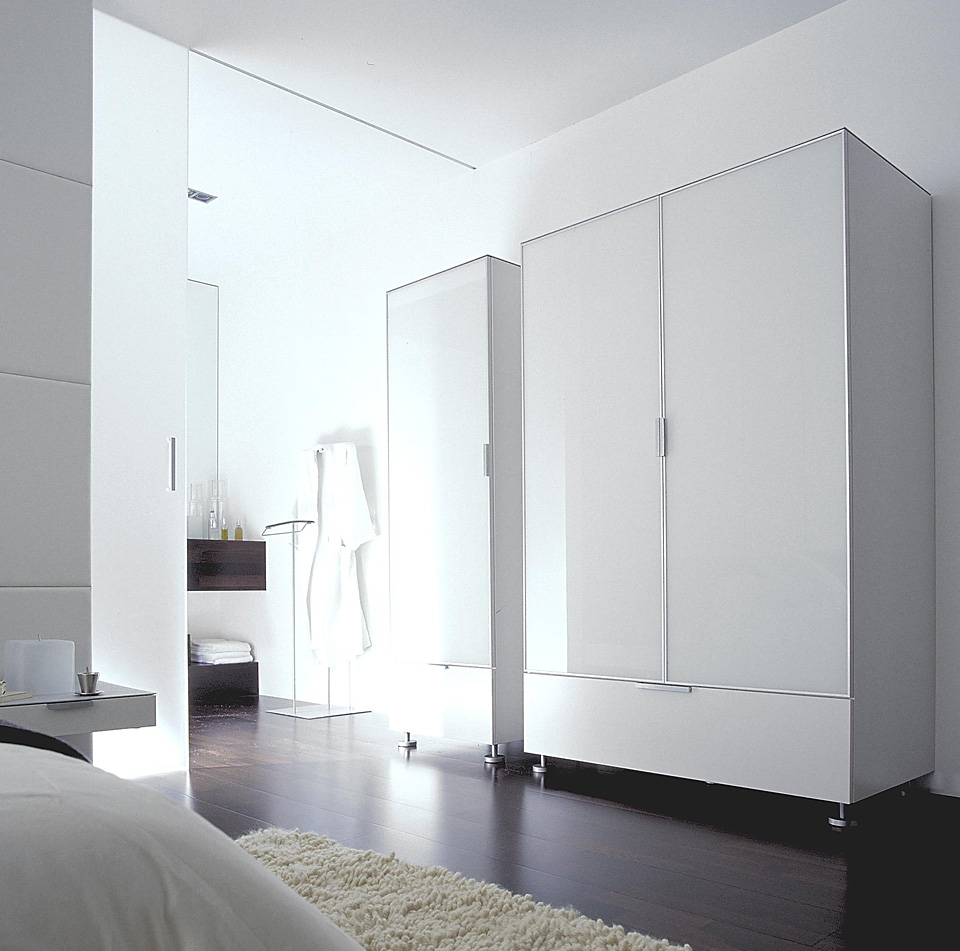 ligne roset everywhere kleiderschrank drifte wohnform. Black Bedroom Furniture Sets. Home Design Ideas