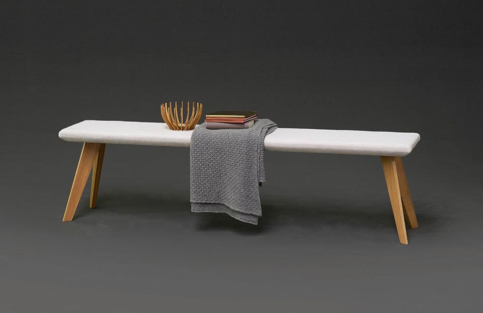 bank gepolstert affordable tolle bank mit rckenlehne. Black Bedroom Furniture Sets. Home Design Ideas