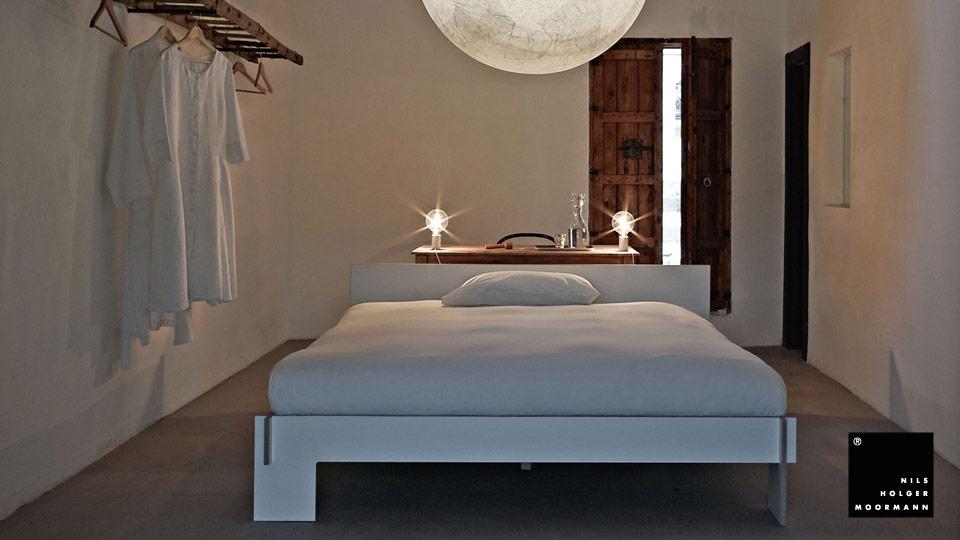 nils holger moormann bett siebenschl fer drifte wohnform. Black Bedroom Furniture Sets. Home Design Ideas