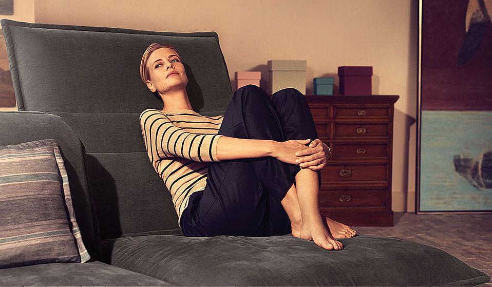 abbildungen zeigen sonderausstattungen gegen mehrpreis. Black Bedroom Furniture Sets. Home Design Ideas